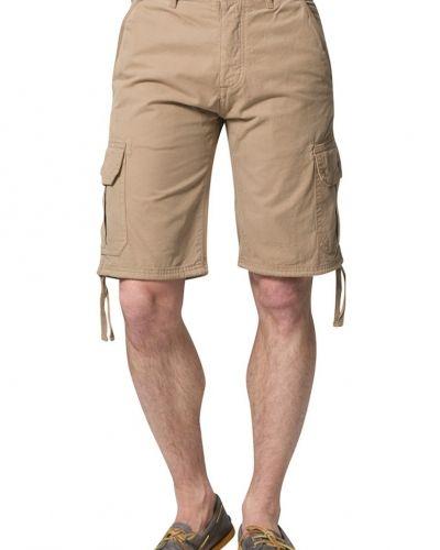 Till herr från Henri Lloyd, en beige shorts.