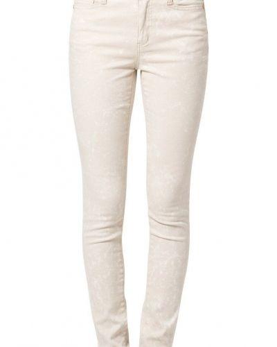 Till dam från Vero Moda, en beige slim fit jeans.