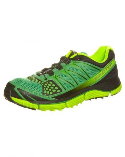 Salomon Xr crossmax 2 löparskor. Traningsskor håller hög kvalitet.