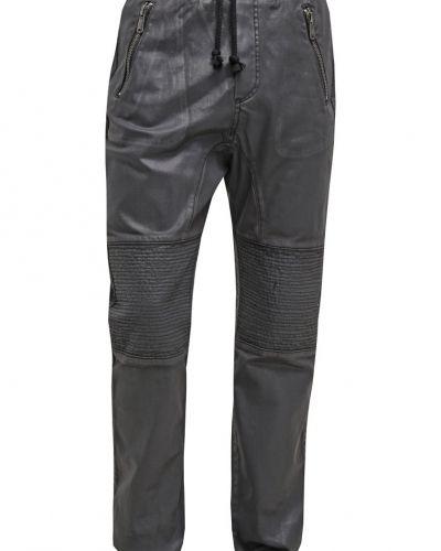 Till dam från One Green Elephant, en loose fit jeans.