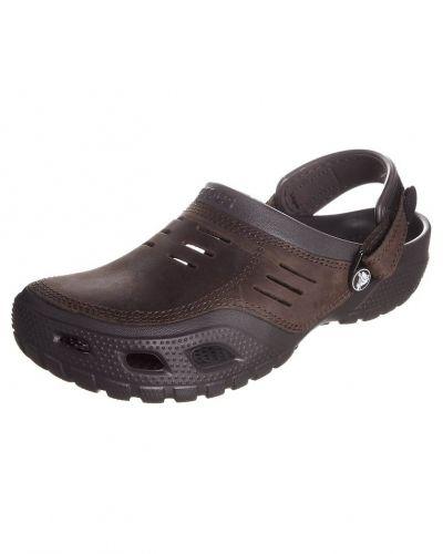 Crocs YUKON SPORT Clogs Brunt - Crocs - Badskor