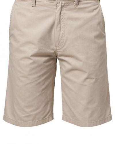 Till herr från Bugatti, en beige shorts.