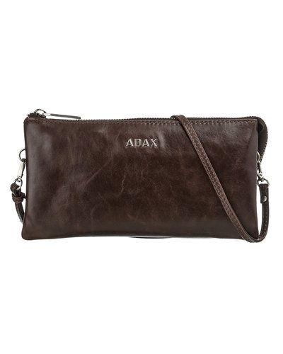 Till tjejer från Adax, en brun kuvertväska.
