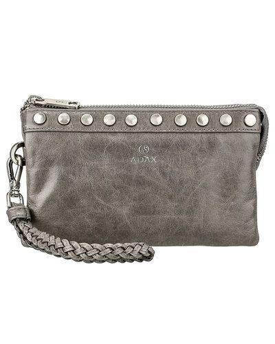 Till tjejer från Adax, en grå kuvertväska.