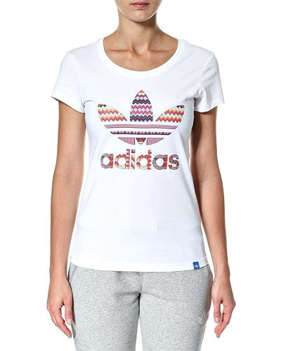 Vit t-shirts från Adidas Originals