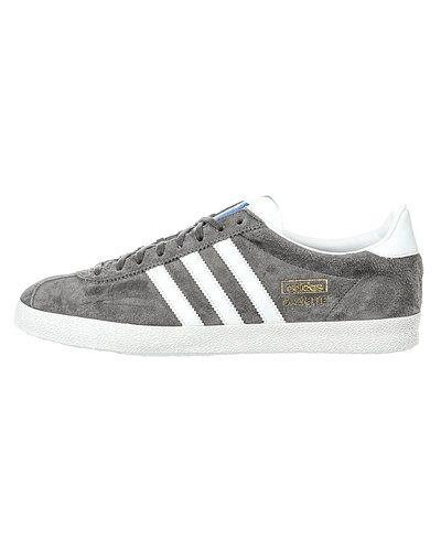 Till herr från Adidas Originals, en flerfärgad sneakers.