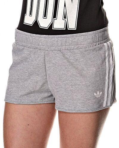 Till dam från Adidas Originals, en grå shorts.