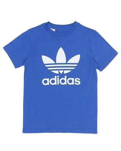Till kille från Adidas Originals, en blå t-shirts.