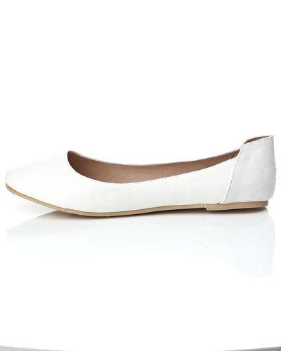 Till dam från Bianco, en vit ballerinasko.
