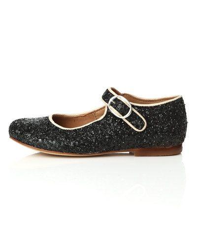 Till dam från Bisgaard, en metallicfärgad sneakers.