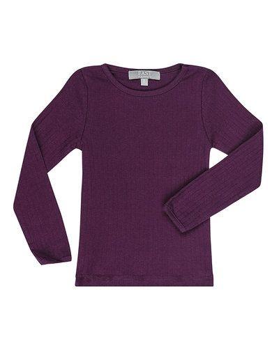 Till dam från BombiBitt, en röd långärmad tröja.