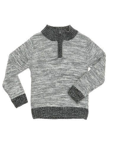 Till kille från BombiBitt, en grå stickade tröja.