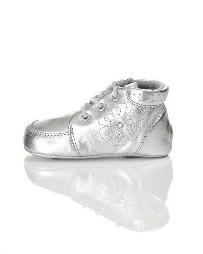 Till barn från Bundgaard, en silver sneakers.