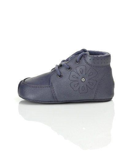 Till barn från Bundgaard, en lila sneakers.