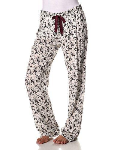 Till dam från Calvin Klein, en flerfärgad pyjamas.