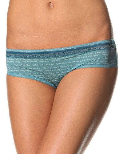 Till tjejer från Calvin Klein, en blå stringtrosa.