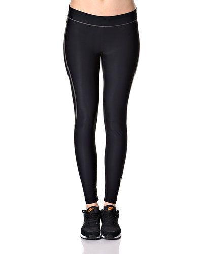 Till dam från Casall, en svart jeans.