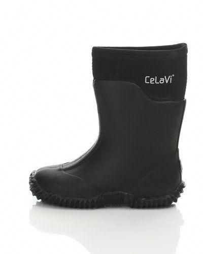 Till barn från CeLaVi, en svart gummistövlel.