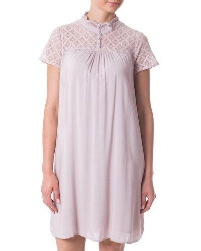 Cream studentklänning till tjejer.
