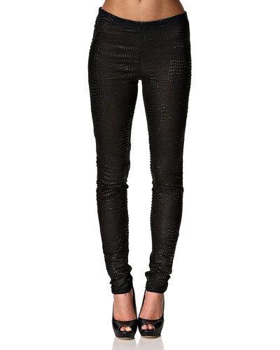 Till dam från Cream, en svart leggings.