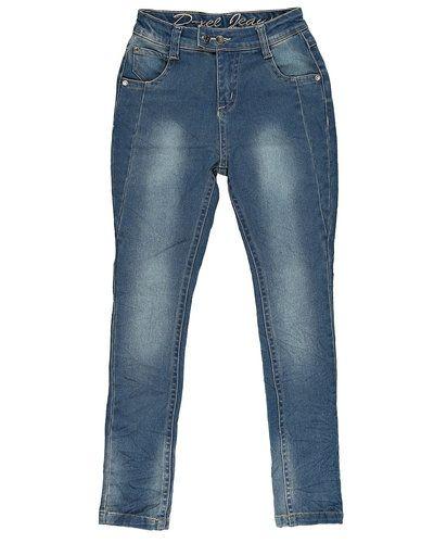 Till dam från D-xel, en blå blandade jeans.
