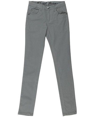 Till dam från D-xel, en grå blandade jeans.
