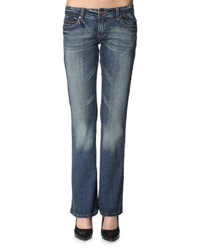 Till dam från DBC, en blå jeans.