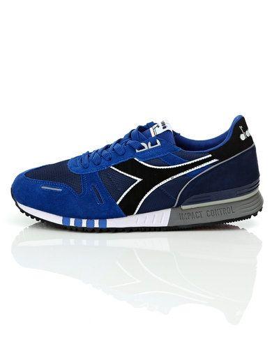 Till herr från Diadora, en blå sneakers.