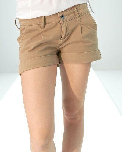 Till tjejer från Dr Denim, en brun jeansshorts.