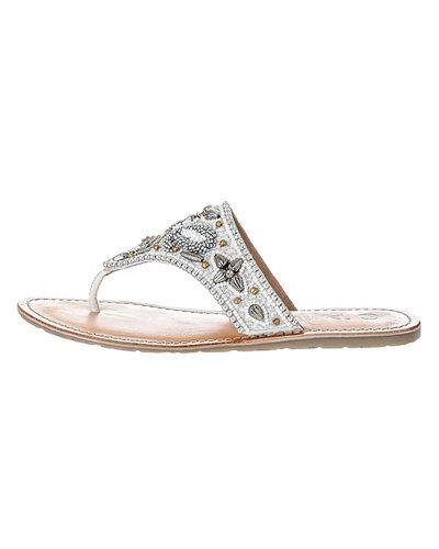 Till dam från Duffy, en vit sandal.