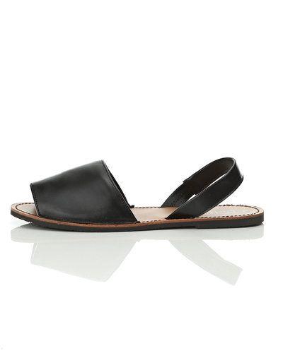 d331772279c Till dam från Duffy, en svart sandal.