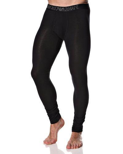 Till herr från Emporio Armani, en svart pyjamas.