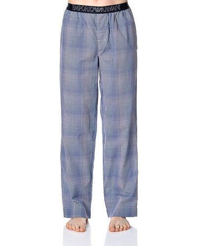 Till herr från Emporio Armani, en blå pyjamas.