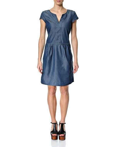 Till tjejer från Esprit, en blå jeansklänning.