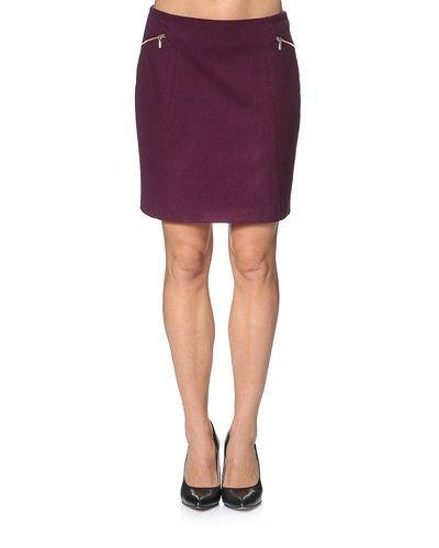 17cbfc51a180 Röd kjol från Esprit till kvinna.