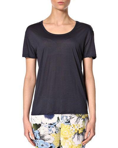 Till dam från Filippa K, en blå t-shirts.