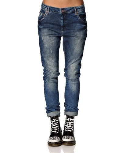 Till dam från Fiveunits, en grå boyfriend jeans.
