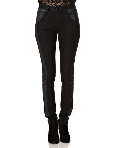 Till dam från Fiveunits, en svart blandade jeans.