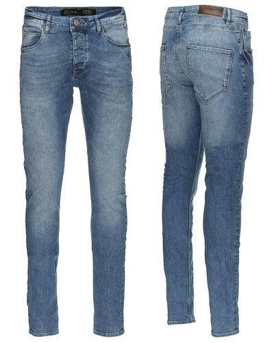 Till herr från Gabba, en blå slim fit jeans.