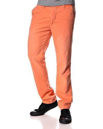 Till herr från Gant, en orange chinos.