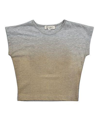 Till unisex/Ospec. från Gro, en grå t-shirts.