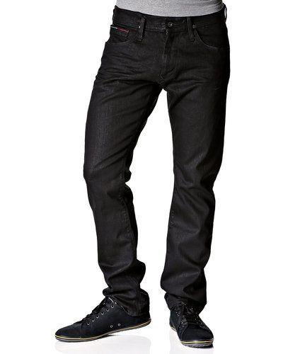 Till herr från Hilfiger Denim, en svart blandade jeans.