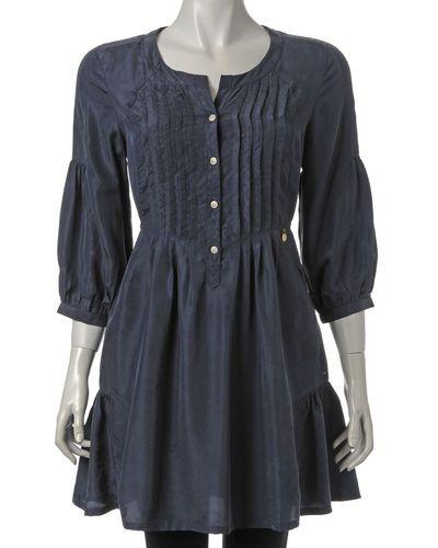 Till tjejer från Hilfiger Denim, en blå jeansklänning.