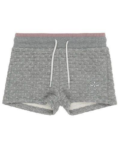 Till tjej från Hummel Fashion, en grå shorts.