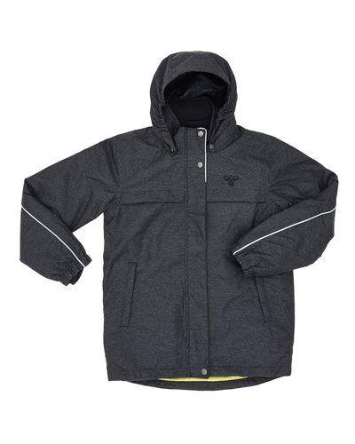 Till kille från Hummel Fashion, en grå höst- och vinterjacka.