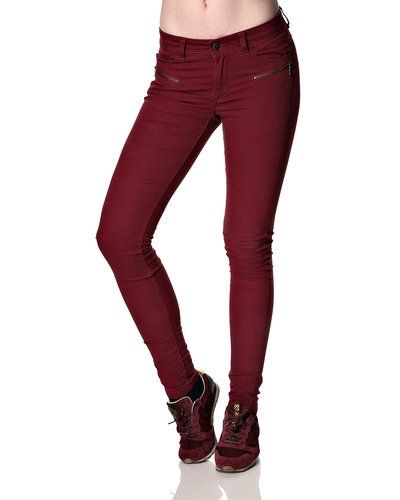 Till dam från Jacqueline de Yong, en röd blandade jeans.