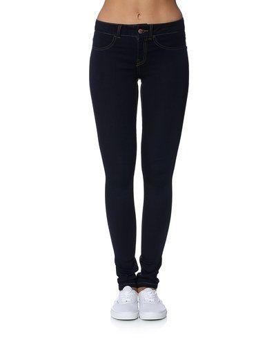 Till dam från Jacqueline de Yong, en blå jeans.