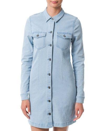 JACQUELINE de YONG klänning Jacqueline de Yong jeansklänning till tjejer.