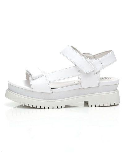 Till dam från Jeffrey Campbell, en vit sandal.