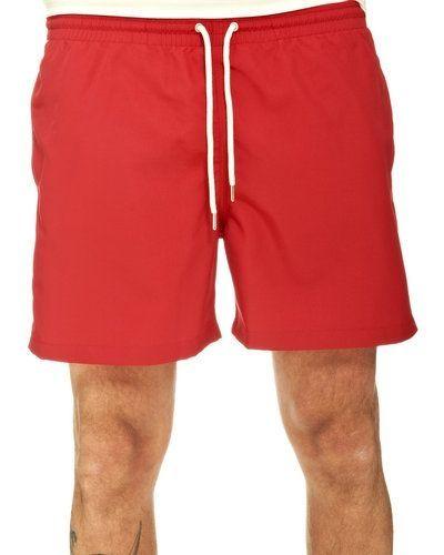 Till herr från J.LINDEBERG, en röd badshorts.